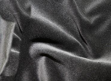 velours gordijnen met ogen aan de bovenzijde om de 25 cm zoom aan de onderzijde